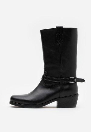 HARNESS BOOT CASUAL - Botas camperas - black