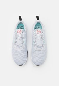 Nike Performance - CITY TRAINER 3 - Treningssko - pure platinum/bright crimson/glacier ice/black/white - 3