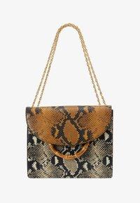 Loeffler Randall - MARLA SQUARE BAG WITH CHAIN - Torebka - amber/sand - 5