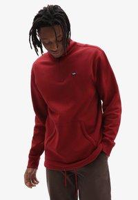Vans - MN VERSA STANDARD Q-ZIP - Sweatshirt - pomegranate - 0
