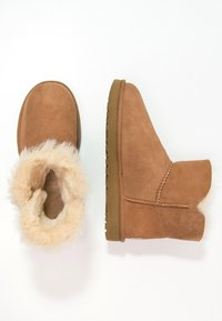 UGG - BAILEY - Botki - chestnut - 2