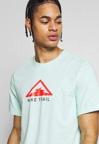 Nike Performance - DRY TEE TRAIL - Camiseta estampada - mint foam - 3