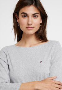 Tommy Hilfiger - NEW TILLY BOAT TEE - Long sleeved top - grey - 3