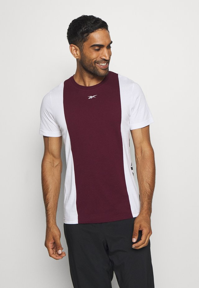 BLOCKED TEE - T-shirt imprimé - maroon