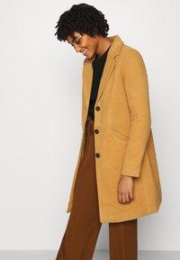 Vero Moda - VMCALACINDY - Zimní kabát - tobacco brown - 3