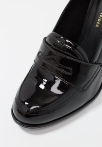 Tommy Hilfiger - ICONIC LOAFER - Szpilki - black - 2