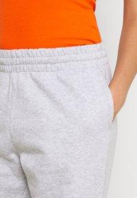 Weekday - ALISA PANTS - Pantalon de survêtement - grey melange - 4