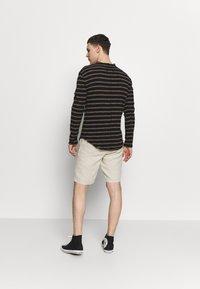 Knowledge Cotton Apparel - BIRCH LOOSE HEAVY - Shorts - beige - 2