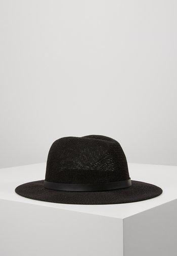 LOUIS HAT