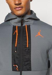Jordan - AIR FULL ZIP - Tröja med dragkedja - smoke grey/total orange/black - 5