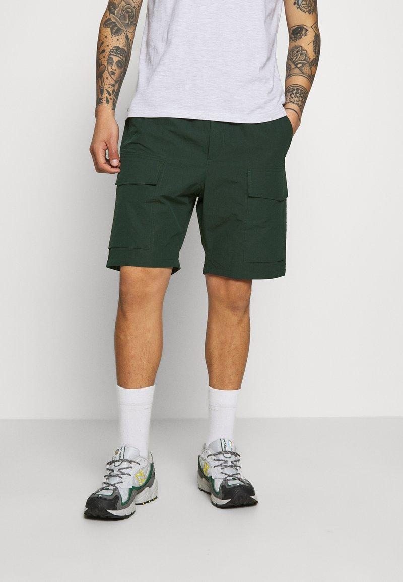 Wood Wood - OLLIE - Shorts - dark green