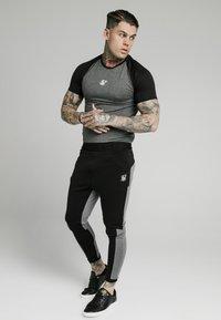 SIKSILK - ENDURANCE TRACK PANTS - Pantaloni sportivi - grey/black - 1