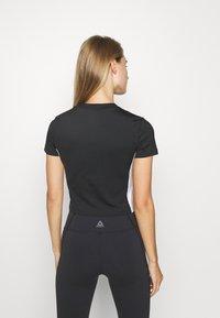 Reebok - WOR CROP - Camiseta básica - black - 2