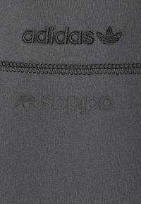 adidas Originals - UNISEX - Print T-shirt - gresix - 6