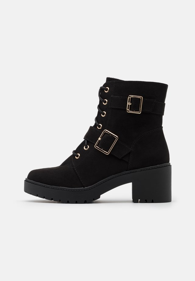 MARLEY BLOCK HEEL CLEAT HEEL BOOT - Botines con plataforma - black