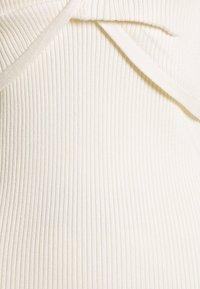 Abercrombie & Fitch - TWIST FRONT MIDI DRESS - Vestido de punto - cream - 2