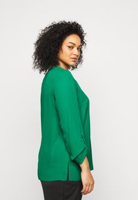 Dorothy Perkins Curve - CURVE PLAIN ROLL SLEEVE  - Long sleeved top - green - 3