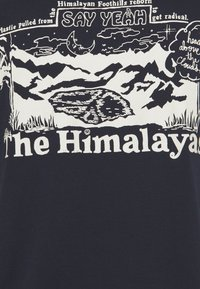 The North Face - HIMALAYAN BOTTLE SOURCE TEE - T-shirts med print - aviator navy
