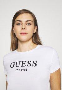Guess - CREW NECK - Pyjama top - true white - 4
