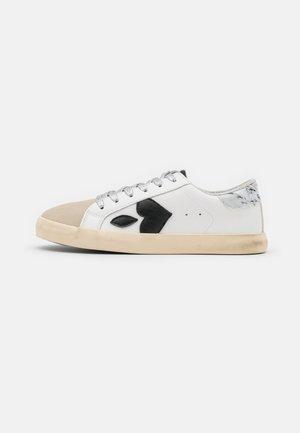 AUSTIN - Sneakers laag - marble
