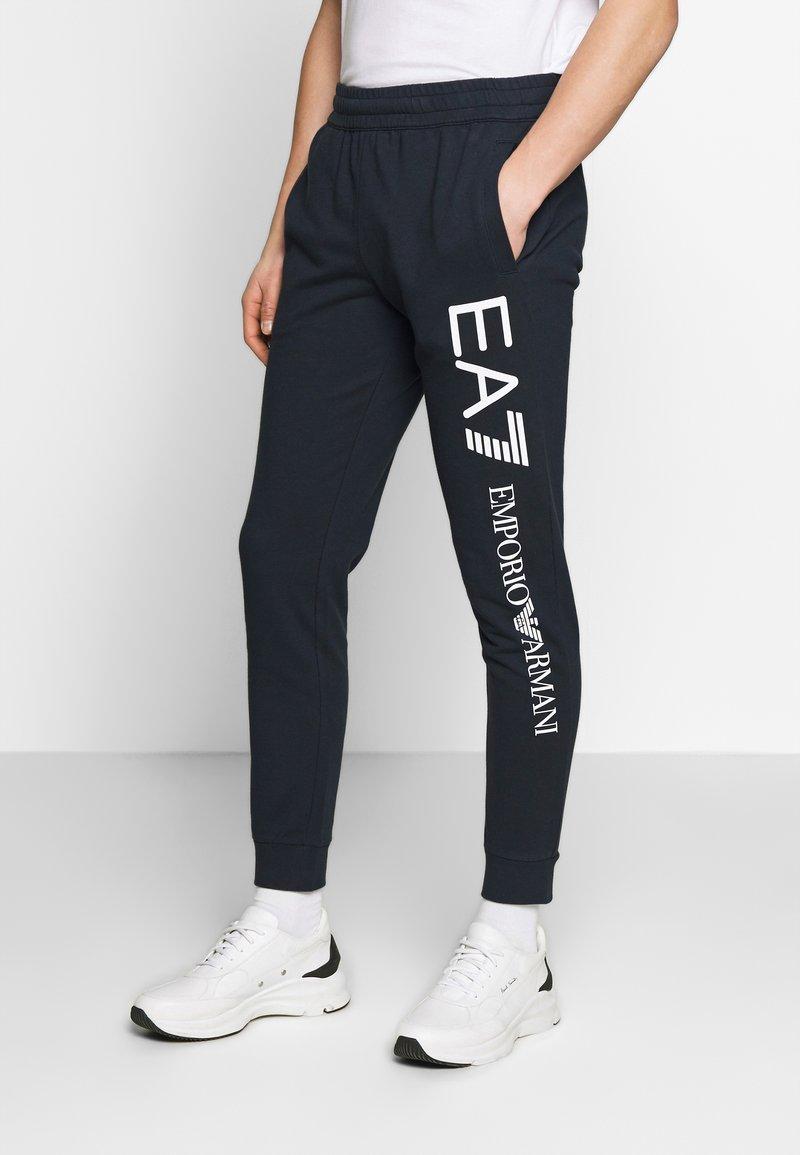 EA7 Emporio Armani - PANTALONI - Pantaloni sportivi - night blue