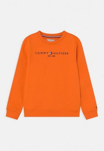 ESSENTIAL UNISEX - Sweatshirt - magnetic orange