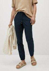 Mango - ROMA - Trousers - mørk marineblå - 0