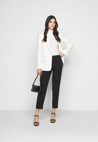 Dorothy Perkins Tall - UPSPEC ANKLE GRAZER WITH ELASTIC BACK - Trousers - black - 1