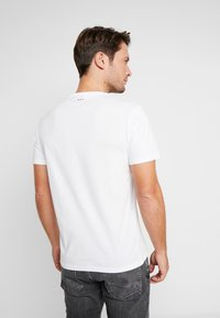 Napapijri - SAXY  - T-shirt med print - bright white - 2