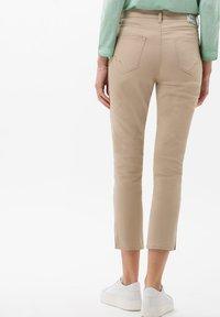 BRAX - STYLE CARO  - Slim fit jeans - sand - 2