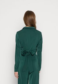 Glamorous - CROP WRAP BLAZER WITH BACK OR FRONT TIE DETAIL - Blouse - deep green - 2