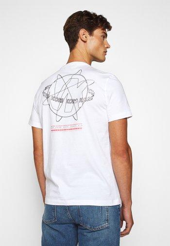 GLOBE TEE - T-shirt z nadrukiem - white