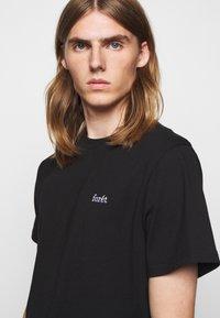 forét - AIR - Basic T-shirt - black - 3