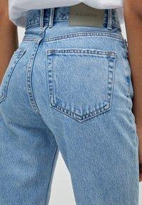 PULL&BEAR - MOM - Jeans Relaxed Fit - mottled light blue - 5