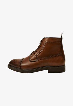 BOTINPIC - Lace-up ankle boots - mittelbraun