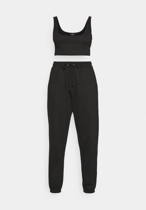 SCOOP NECK BRALET 90'S SET - Tracksuit bottoms - black