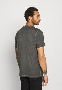 Nike Sportswear - TEE DYE WASH - T-shirt med print - black - 2