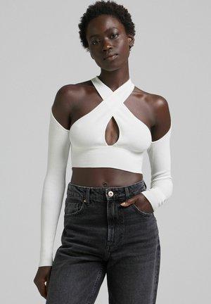 MIT ÜBERKREUZTEM NECKHOLDER - Maglietta a manica lunga - white