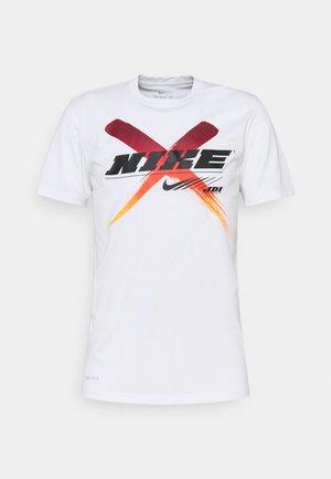 DRY TEE LEG - Camiseta estampada - white