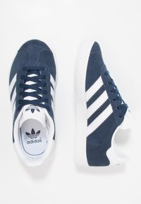 adidas Originals - GAZELLE - Tenisky - collegiate navy/footwear white - 1
