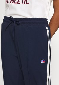 Russell Athletic Eagle R - POINT - Bukse - navy - 4