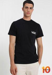Vans - MN OTW CLASSIC - Print T-shirt - black white - 0