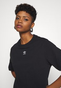 adidas Originals - T-SHIRT - T-shirt print - black - 3