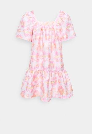 MERILOU - Denní šaty - summer pink