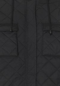 Missguided - HOODED CROPPED QUILTED JACKET - Lett jakke - black - 2