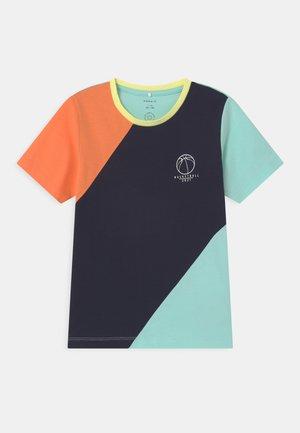 NKMFILVA  - Print T-shirt - melon