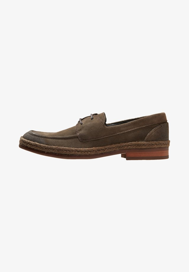 WOOD - Stringate sportive - brown