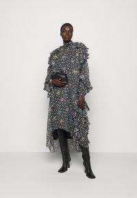 N°21 - RUFFLE SLEEVE DRESS 2-IN-1 - Maxi dress - multi - 1