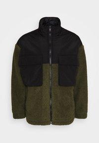 DOUBLE POCKET BORG ZIP THRU - Summer jacket - khaki