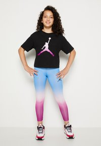 Jordan - SHORT SLEEVE GRAPHIC  - T-shirt z nadrukiem - black - 3